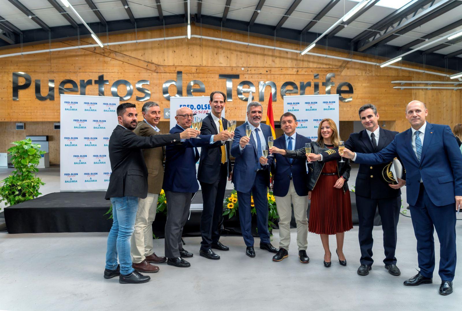 Brindis inaugural de la nueva ruta Canarias - Huelva en la terminal de cruceros de Santa Cruz de Tenerife