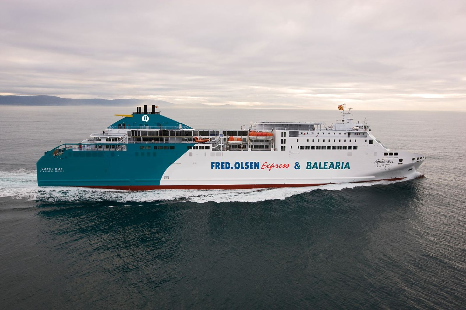 Fred. Olsen Express y Baleària ship, Connection Canary Islands-Huelva