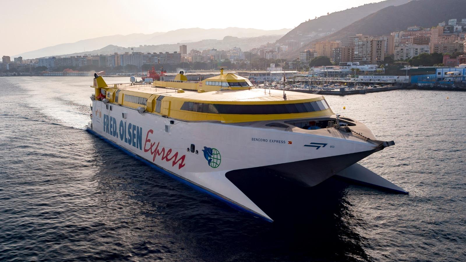 Bencomo Express saliendo de Santa Cruz de Tenerife