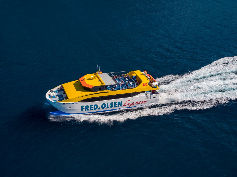 Resultado de imagen de Fred. Olsen Express reduce más de 16 toneladas de CO2 eliminando sus tarjetas de embarqu